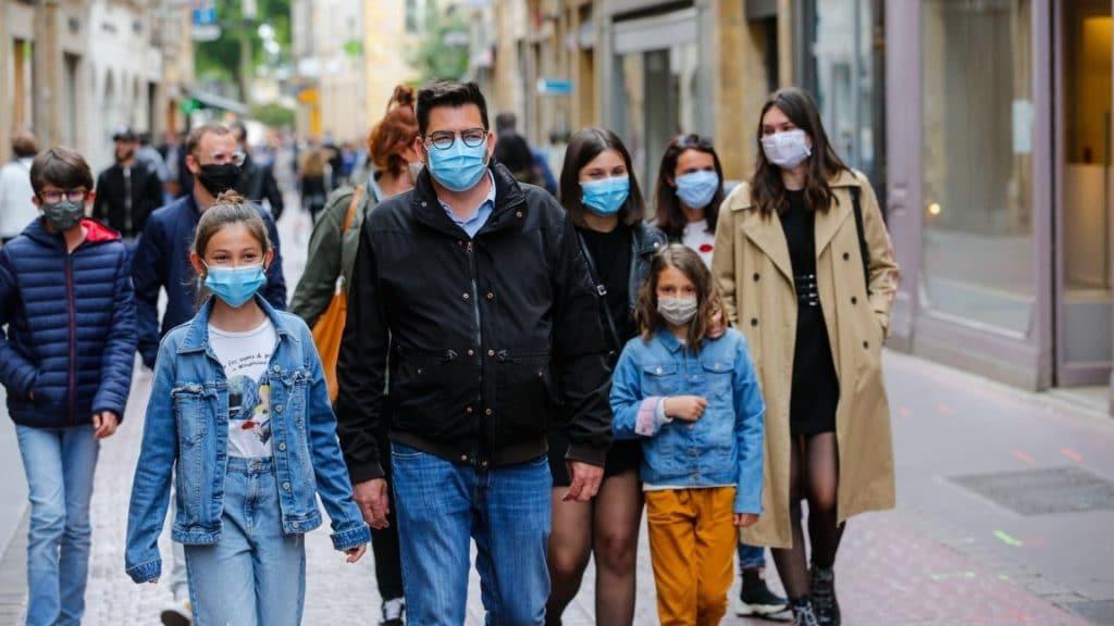 Le port du masque va-t-il devenir obligatoire à l'extérieur ?
