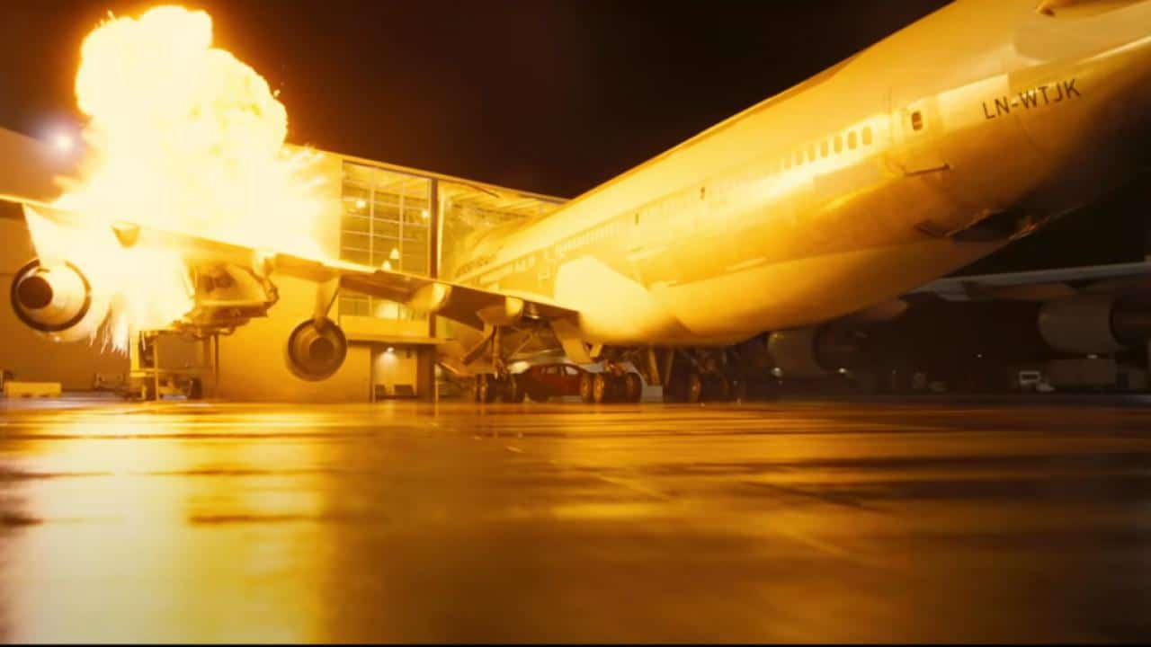 tenet 747 boeing crash christopher nolan