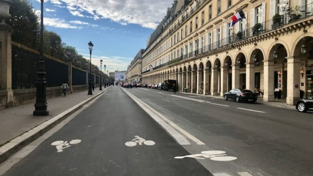 rue rivoli paris vélo pistes fermeture hidalgo