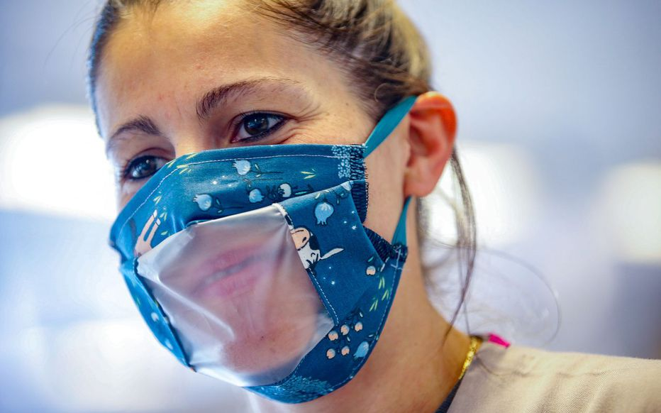 Coronavirus : des masques transparents bientôt distribués aux enseignants !