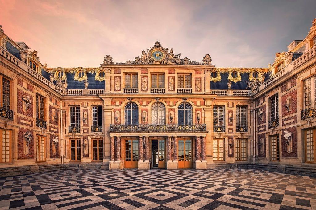 Un homme «se prenant pour un roi» interpellé pour s'être introduit de nuit dans le Château de Versailles !