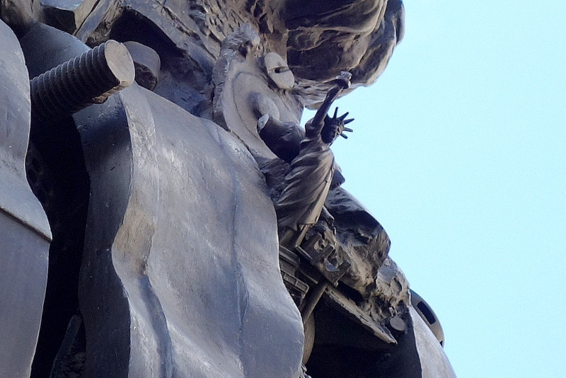 statue-liberte-centaure-cesar-place-michel-debre-carrefour-croix-rouge-paris