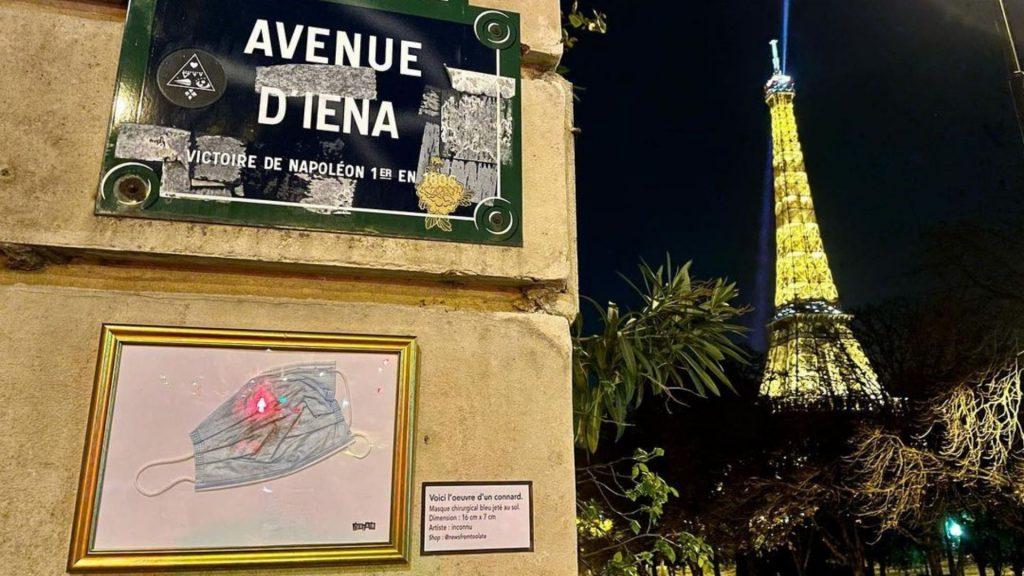 masques jetés par terre pollution paris street art toolate