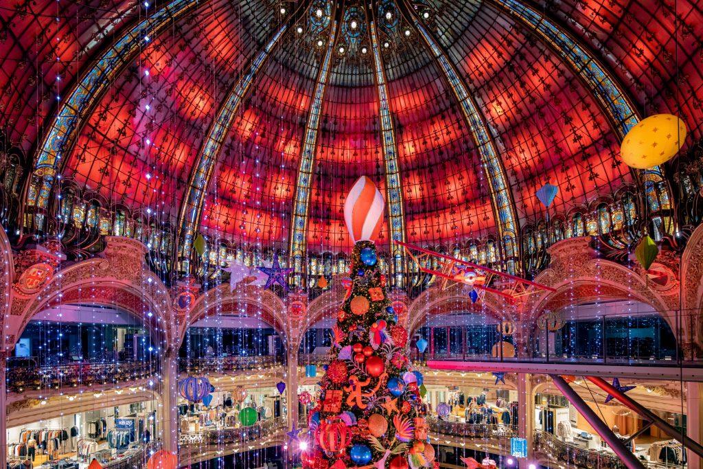 "Vitrines sapin Noël 2020 ""le voyage de Noël"" Galeries Lafayette Haussmann"