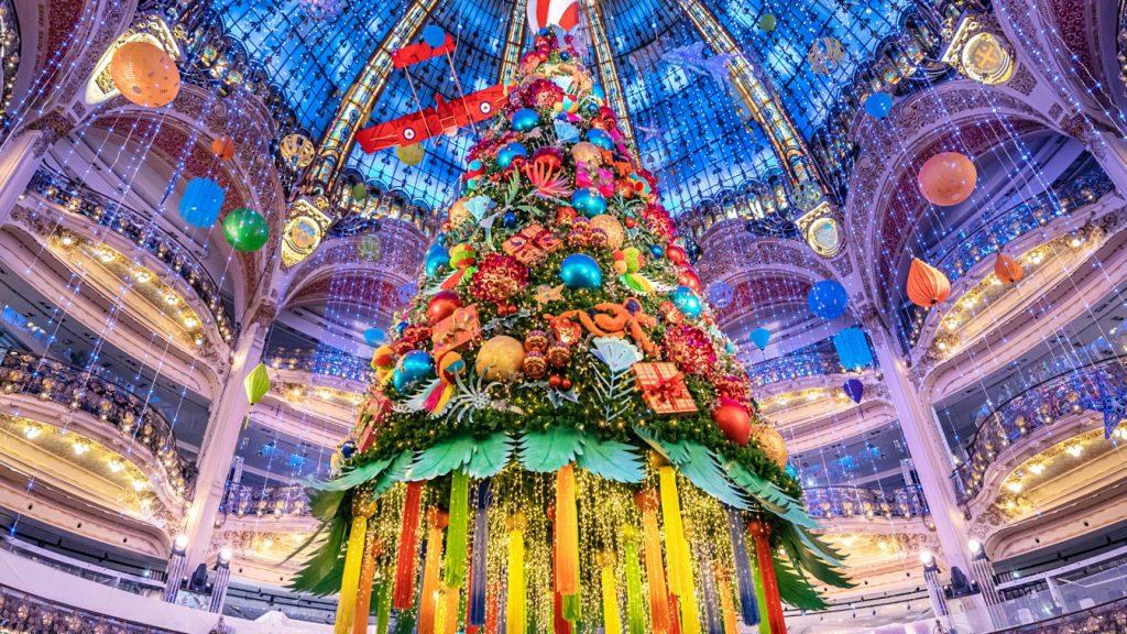 Vitrines et nouveau sapin : le fabuleux Noël des Galeries Lafayette se dévoile enfin !