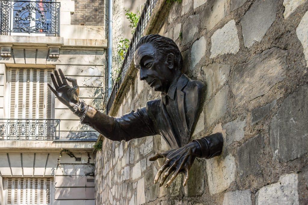 Paris histoire du Passe-Muraille Montmartre