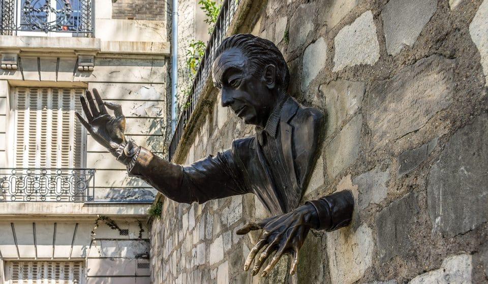 Montmartre : l'histoire fascinante du Passe-Muraille, l'une des statues les plus atypiques de Paris !