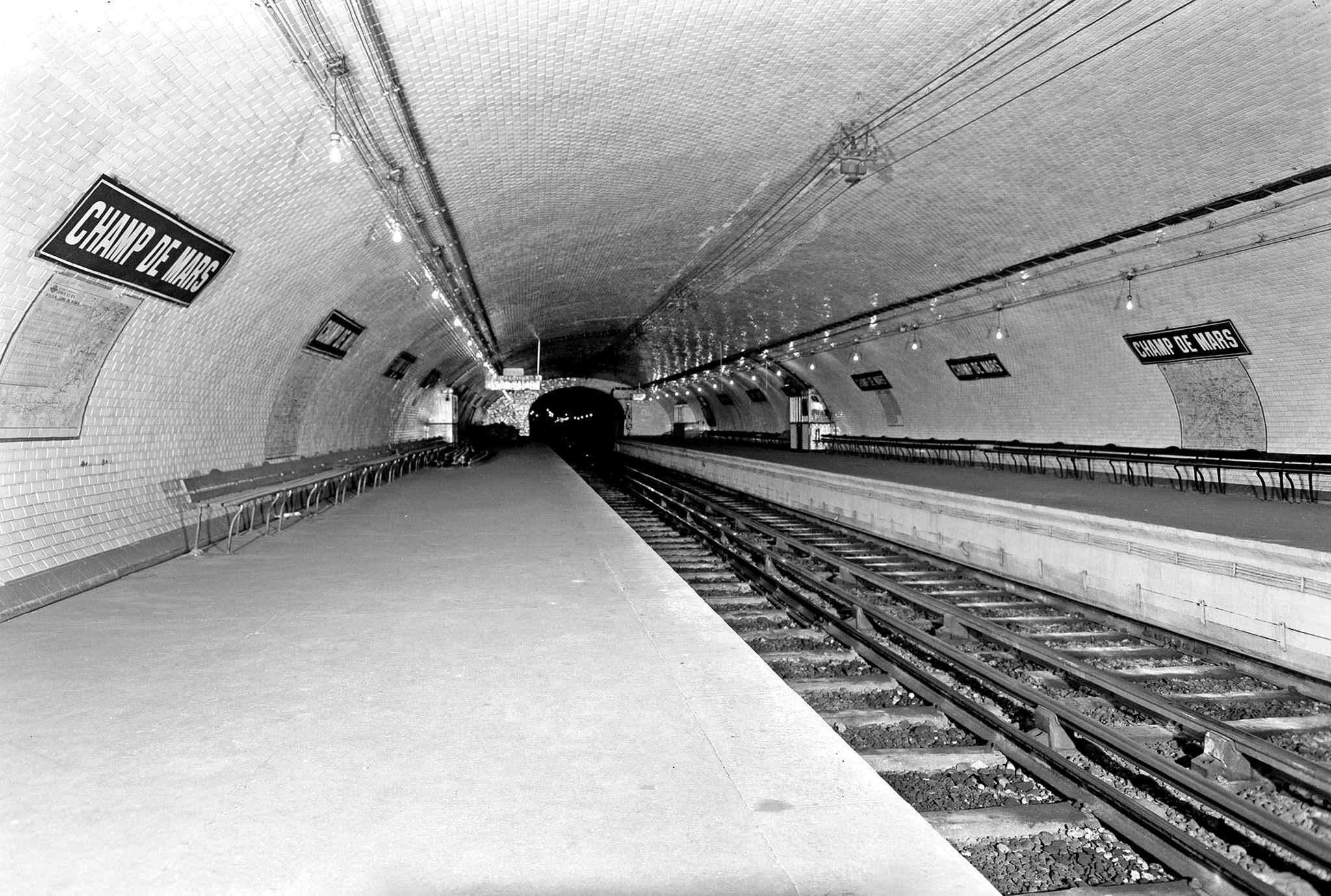 station-metro-champs-de-mars fantome abandonné