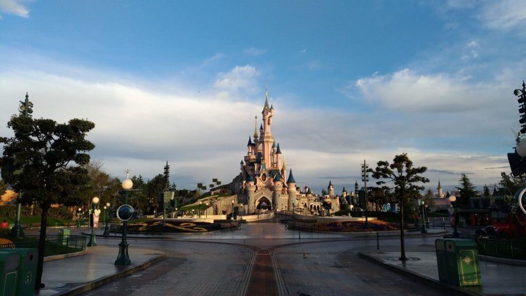 disneyland paris chateau belle au bois dormant rénovation 2021 30ème anniversaire parc