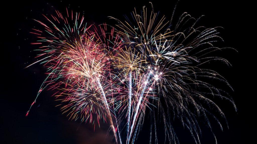 feu d'artifice nouvel an paris 2021 2020 célébration fête