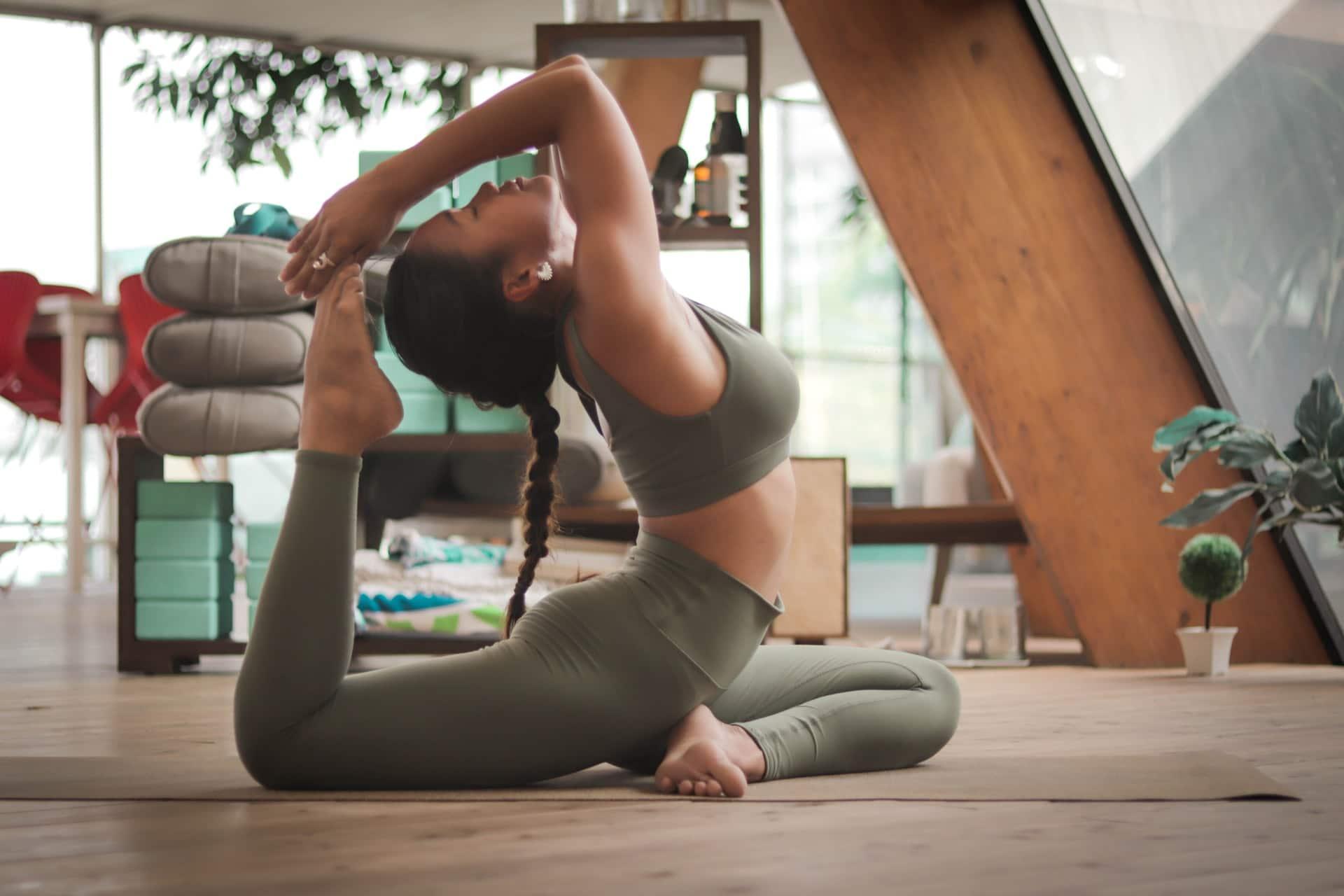 poses de yoga louve yoga ritual paris en ligne virtuel