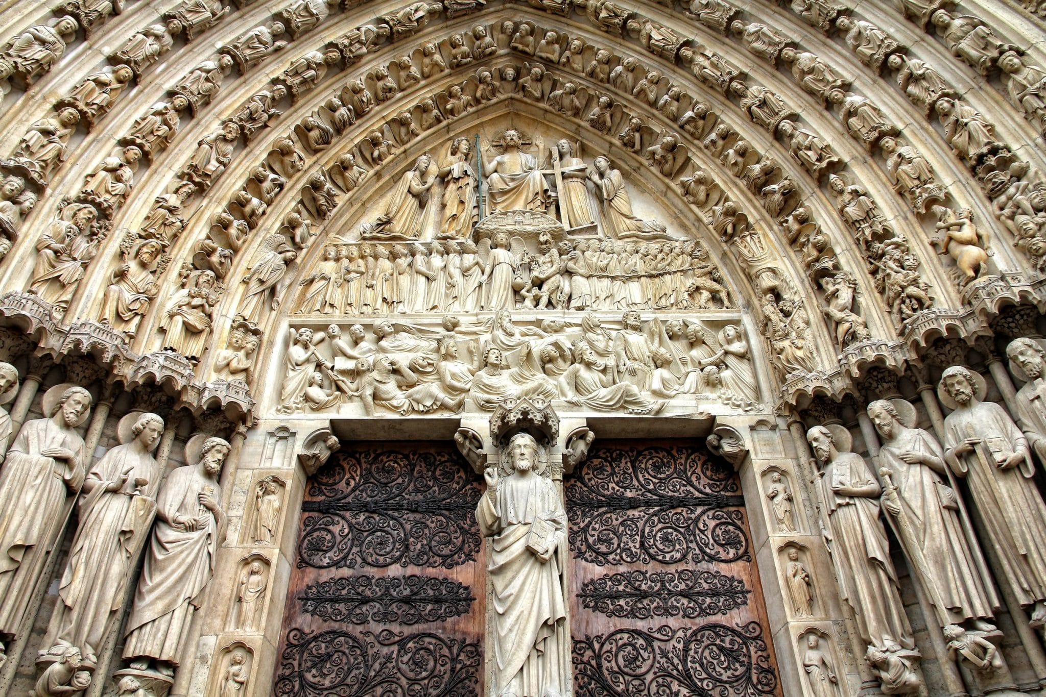 notre dame de paris portes du diable biscornet légende urbaine mythe