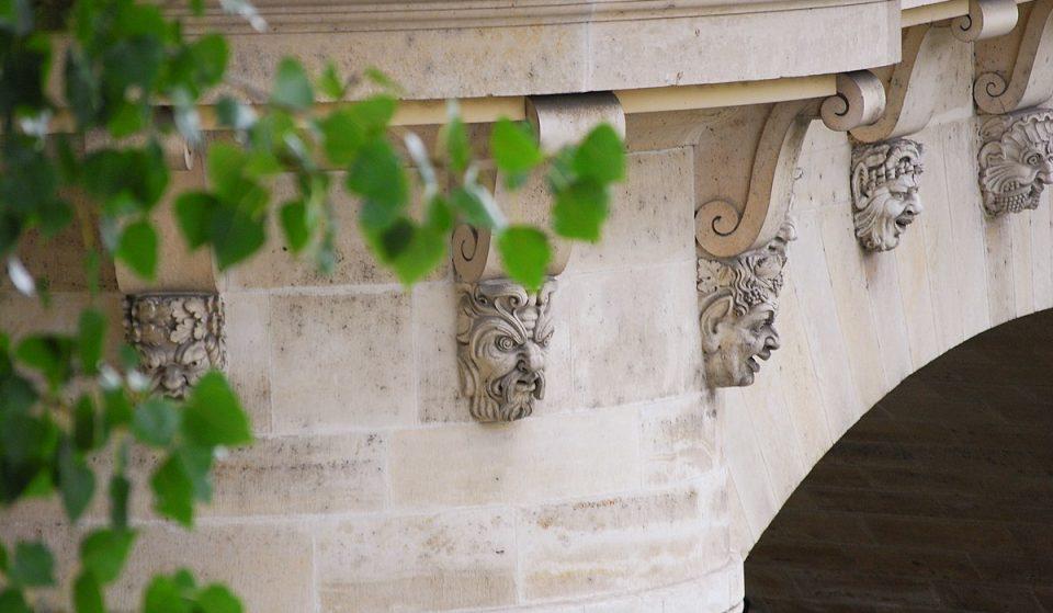 Découvrez l'histoire des plus anciens masques de Paris !
