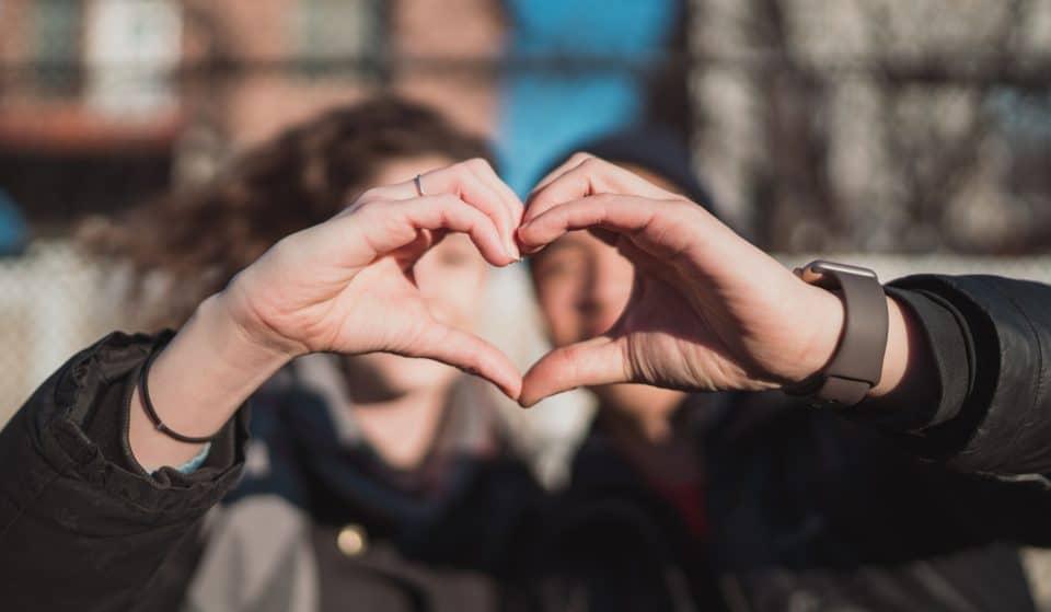 Saint-Valentin 2021 : Déclarez votre flamme avec Facebook et son téléphone bleu