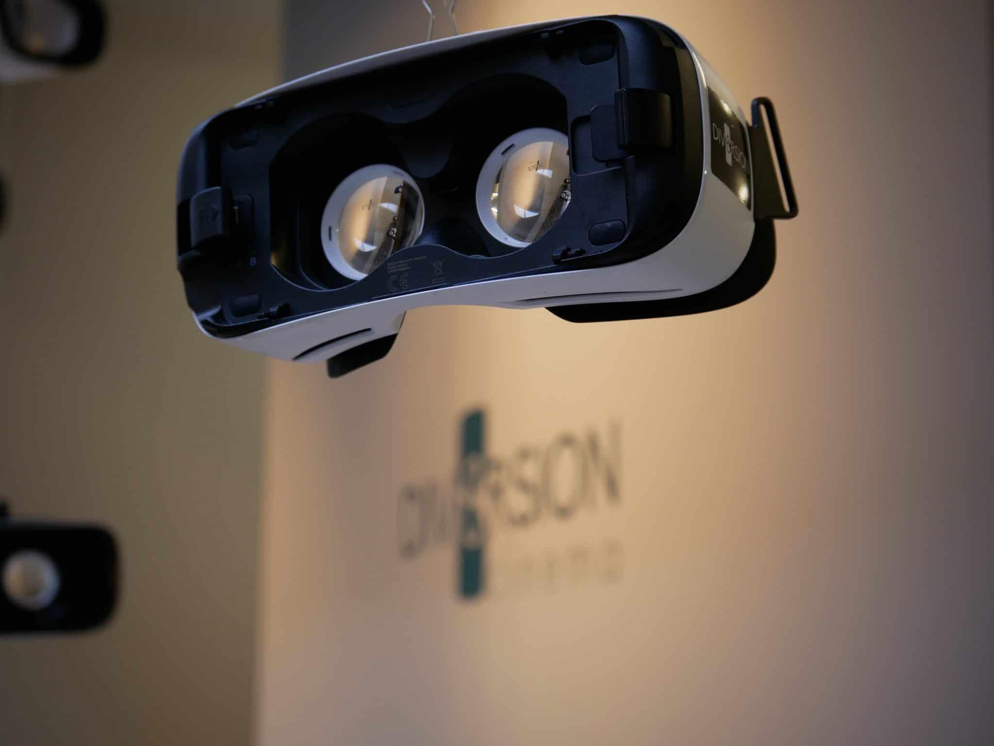 VR - centrequatre paris -paris - réalité augmenté - films - location - expérience - immersif - en ligne - à la maison - casque - cinéma