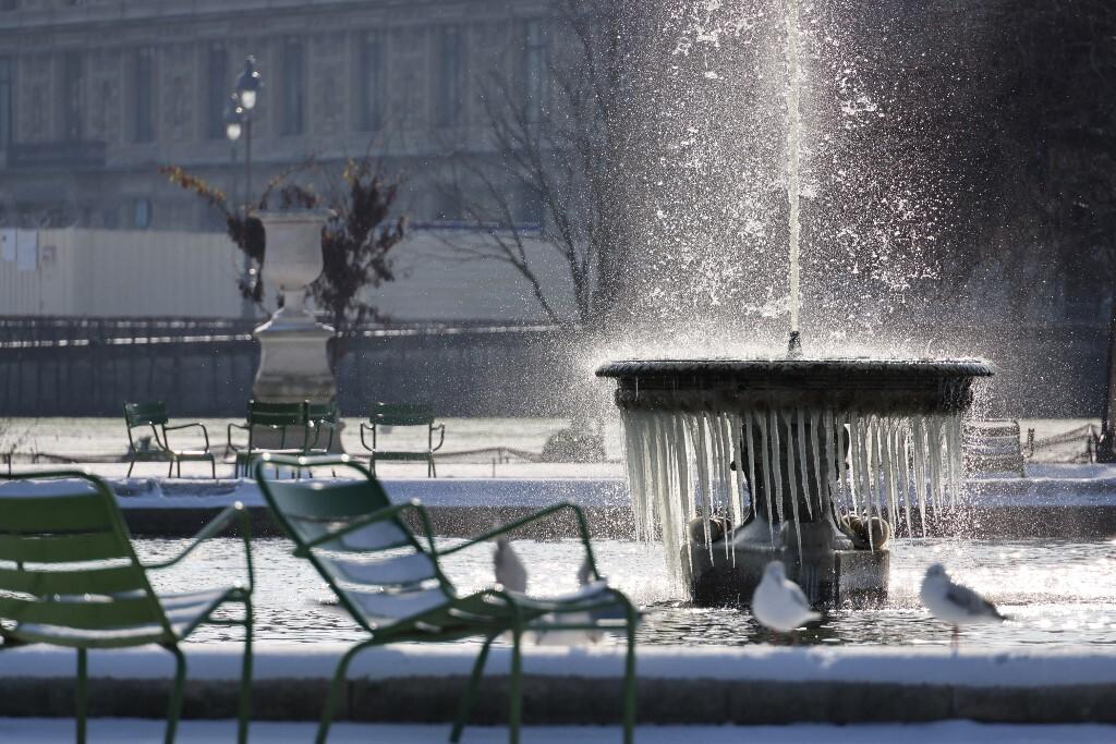 neige paris louvre tuileries février hiver