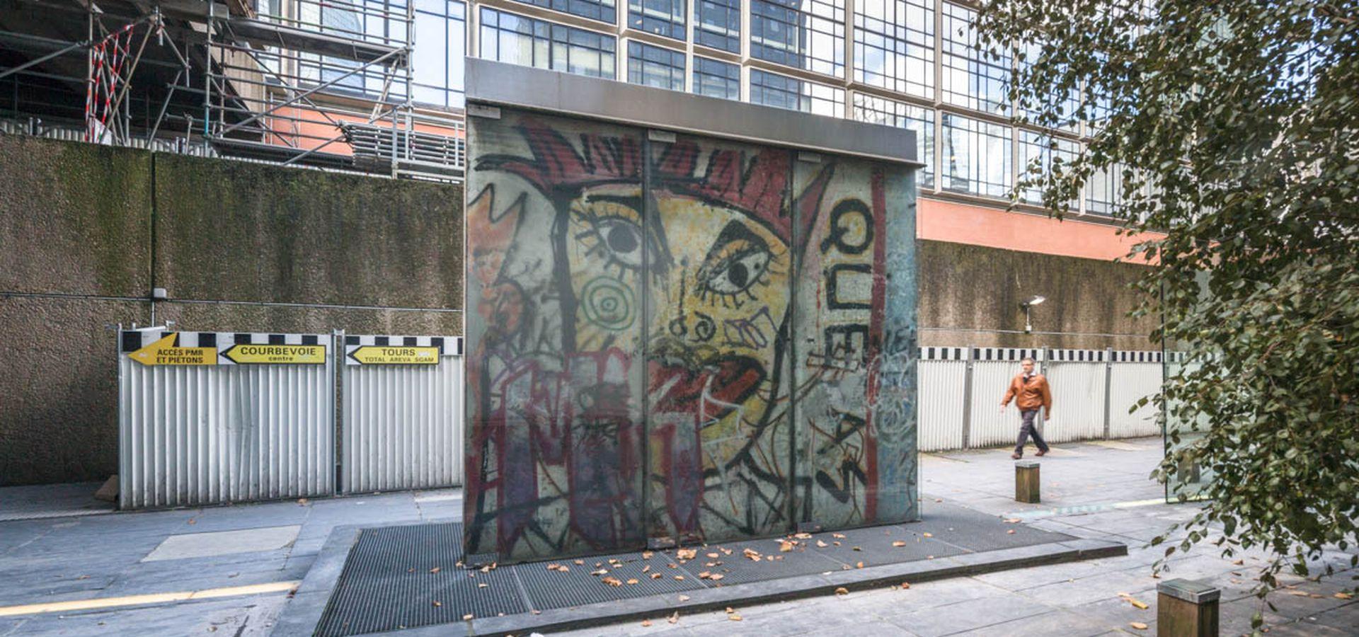 fragments-du-mur-de-berlin-paris la défense secrets