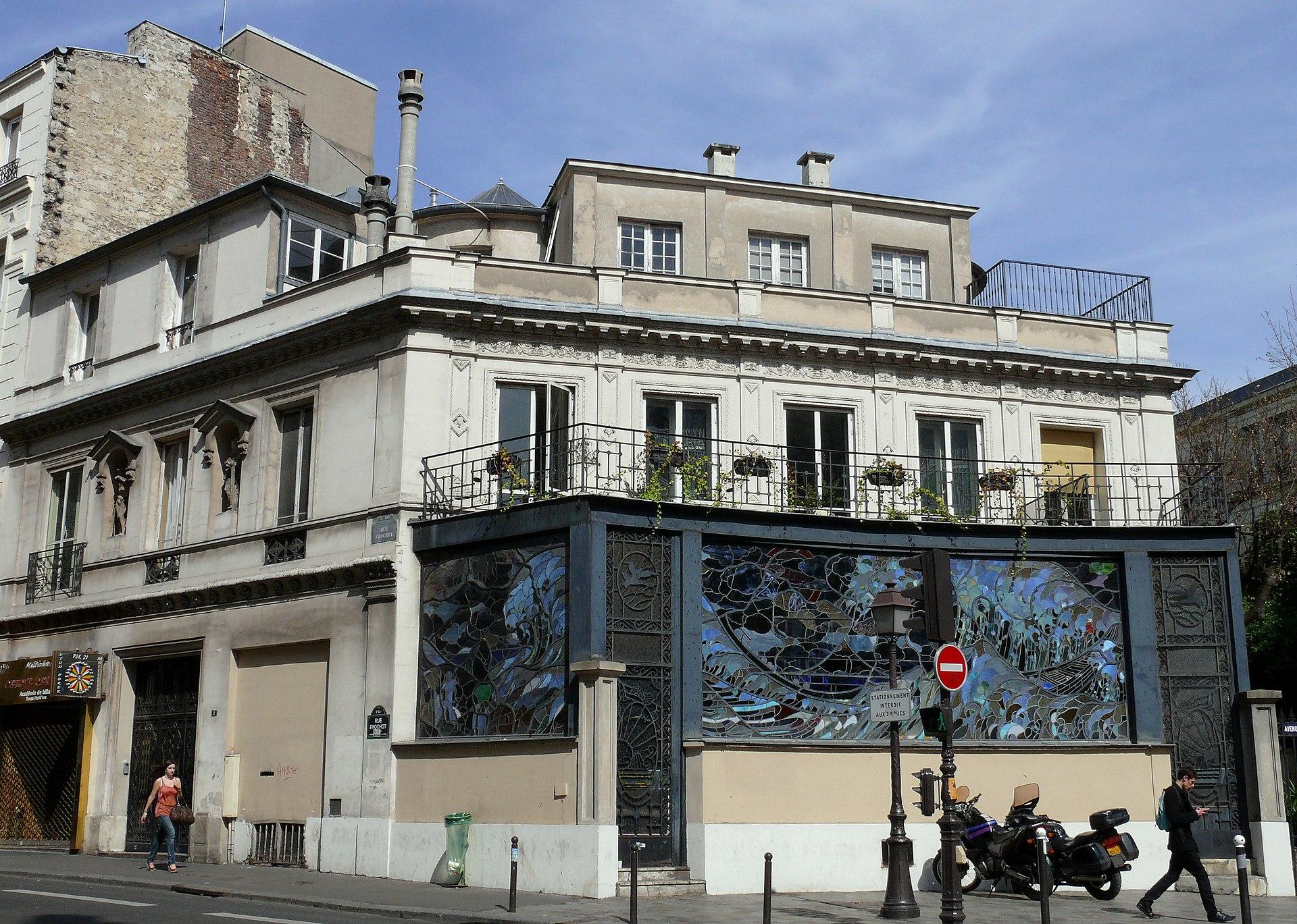 rue frochot paris art déco verrière vague hokusai