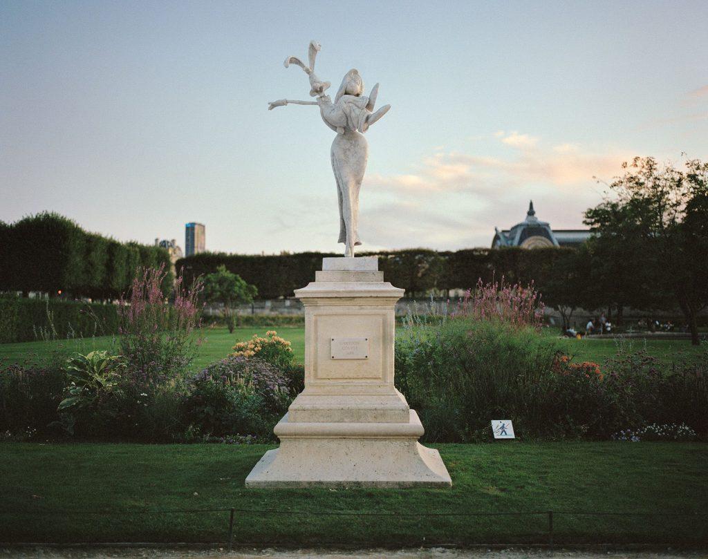 """Monuments"" Benoit Lapray Photos statues Héros pop culture Paris Batman Dark Vador Hulk"