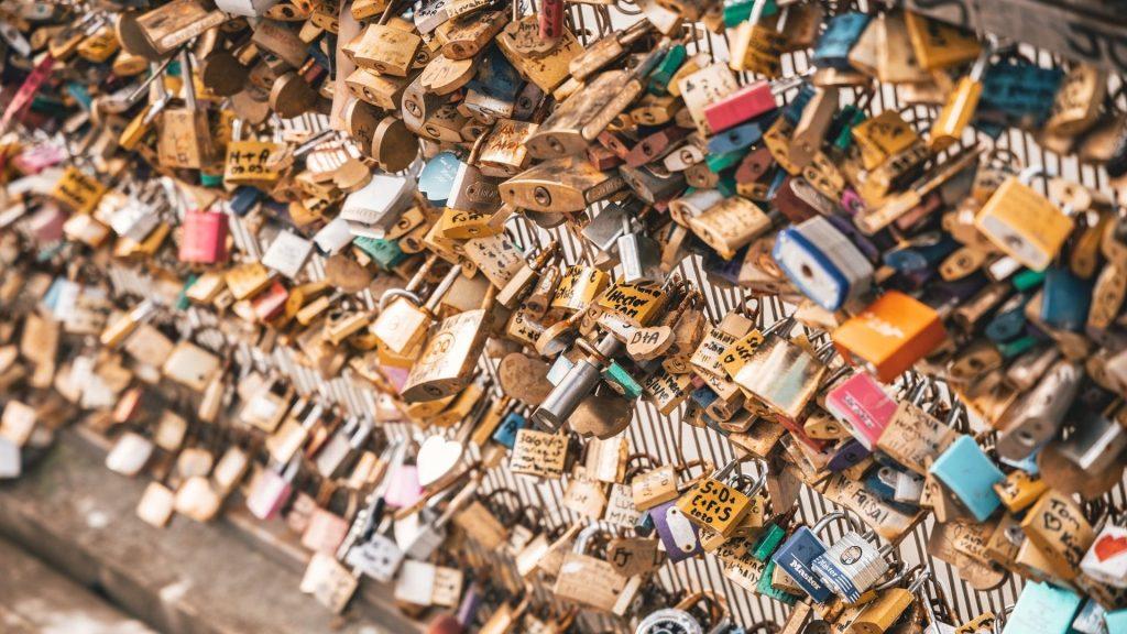 cadenas paris montmartre amour couple romantisme