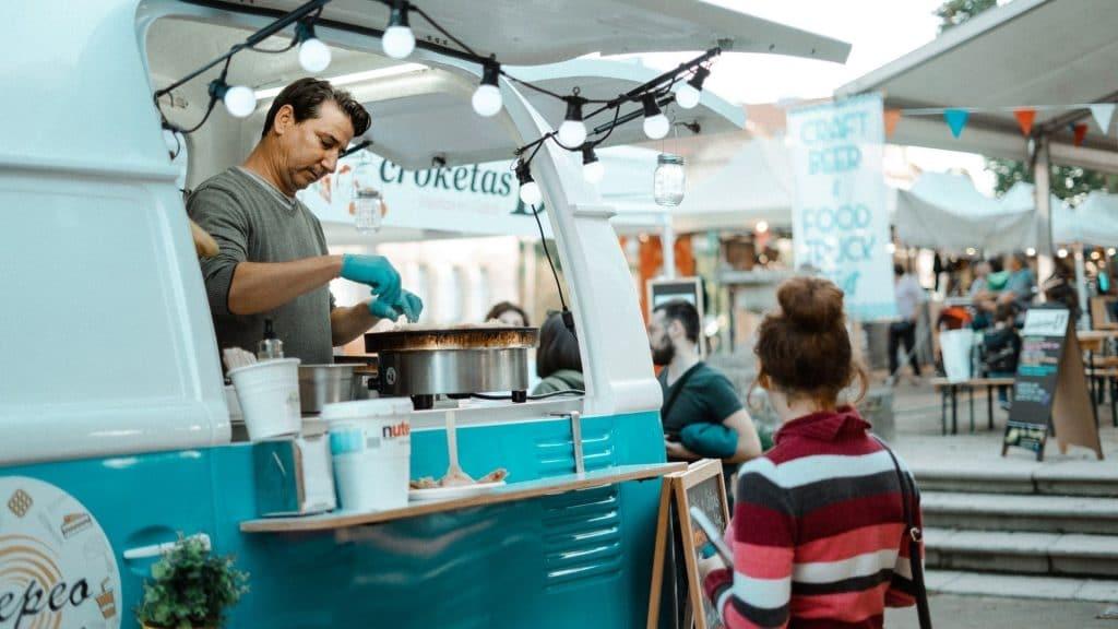 food truck paris ali vendeur de journaux saint germain jardin du luxembourg