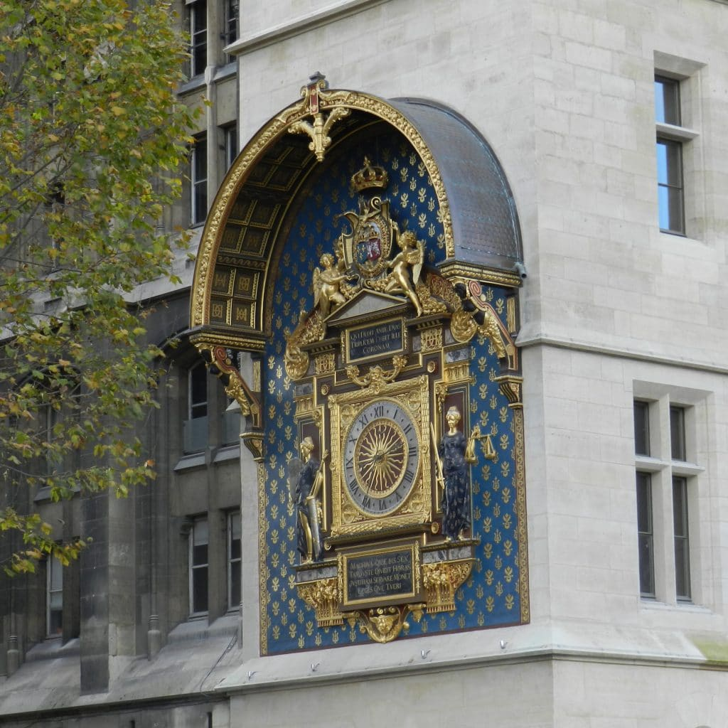 Regard de la lanterne - Aqueduc - horloge - ancien - plus vieux - paris - arbre - square viviani - ville - histoire