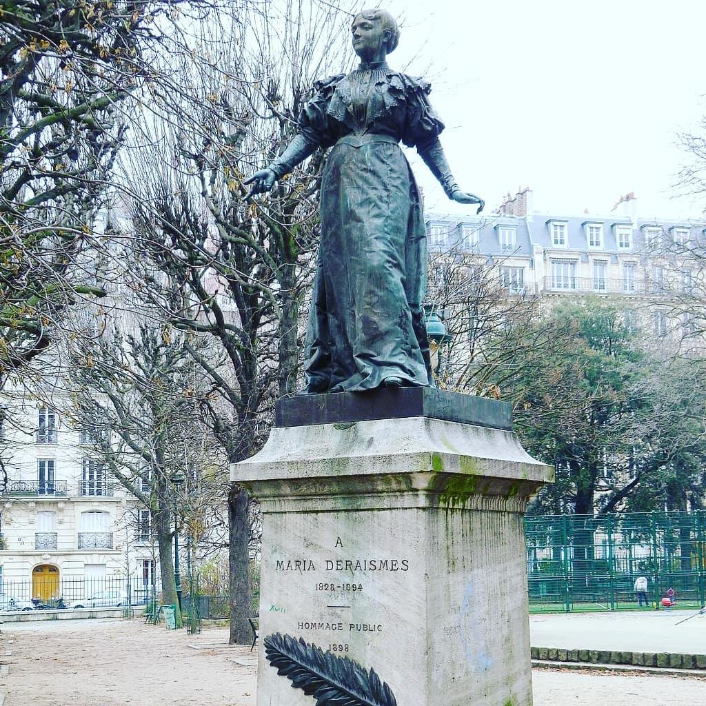 Statues de femmes Paris