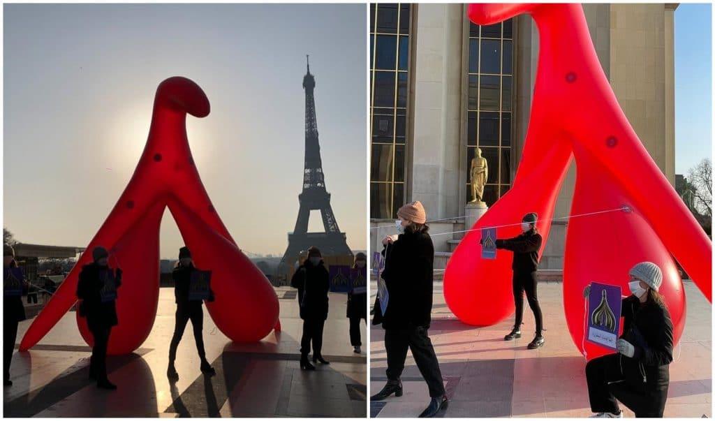 Clitoris géant de 5 mètres de haut érigé définitivement Tour Eiffel Paris