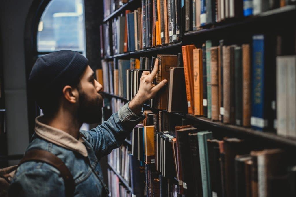 2021 covid librairies classées commerces essentiels