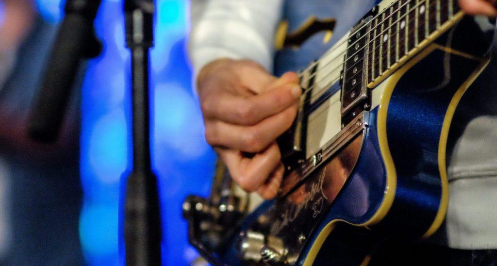 guitare - jean-louis Aubert - concert - live - scène - rock