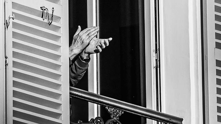 Philippe Enquin livre de mon balcon photographies paris noir et blanc confinement applaudissements soignants