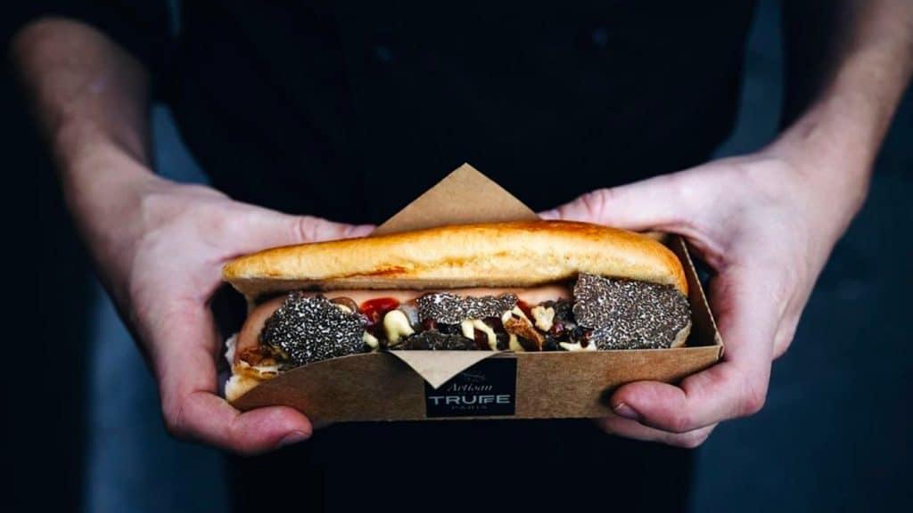 Hot Truffe hot-dog à la truffe à emporter Paris Artisan de la Truffe
