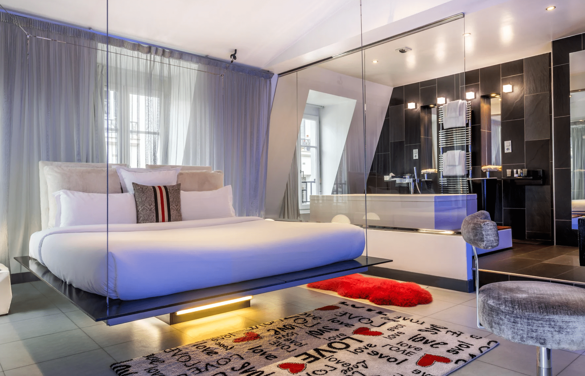 chambre kube hotel paris évasion escapade staycation nuit diner room service