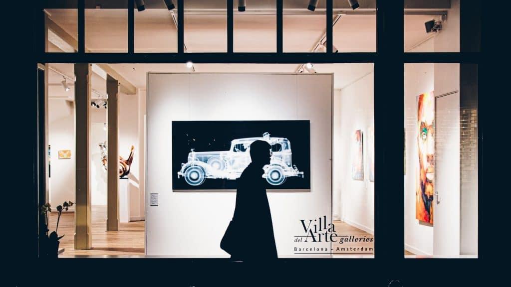 galeries d'art paris exposition plein air vitrine rue des beaux arts musée culture