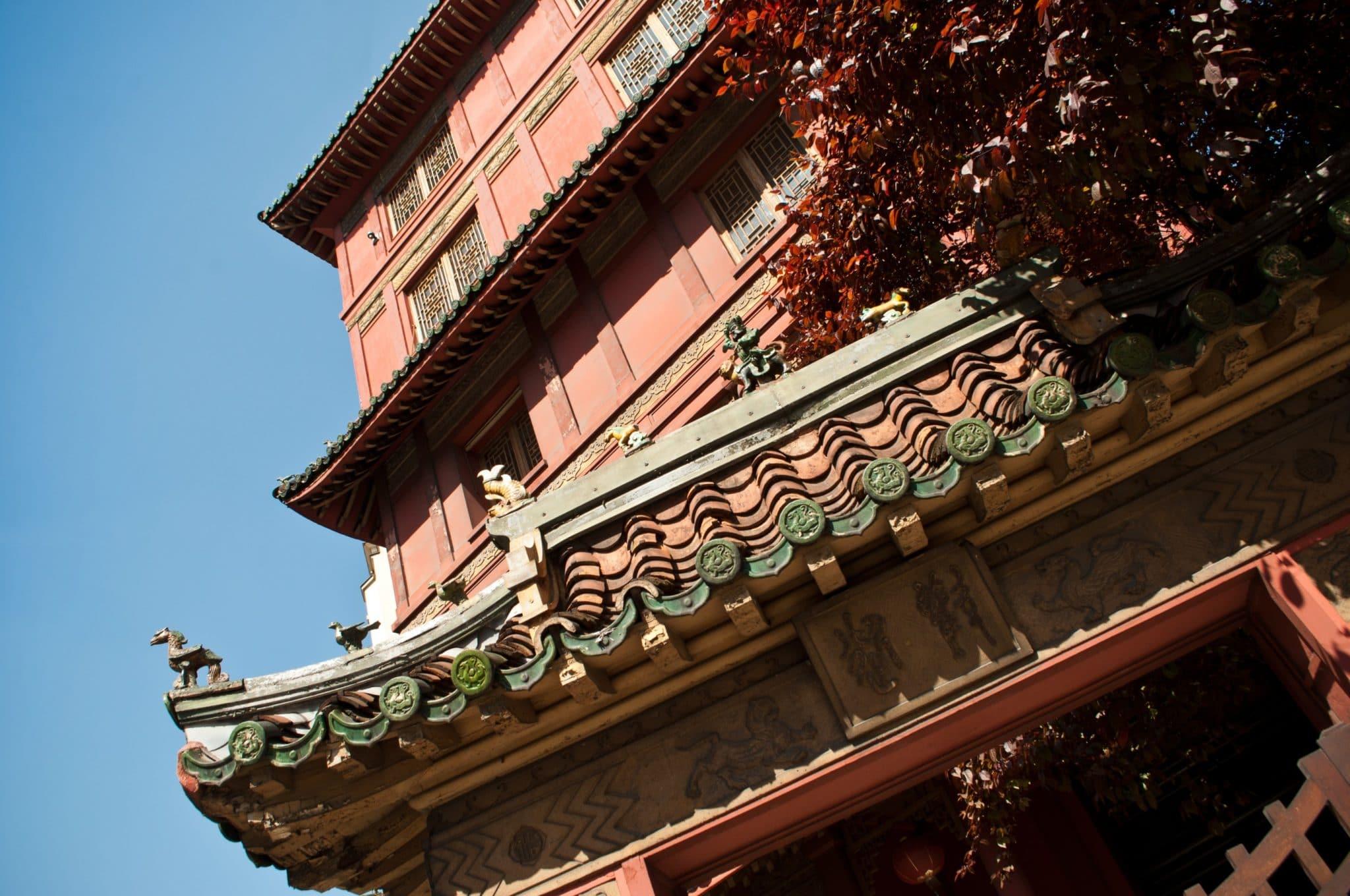 pagode chinoise paris rouge toit portail porte pagoda maison loo histoire