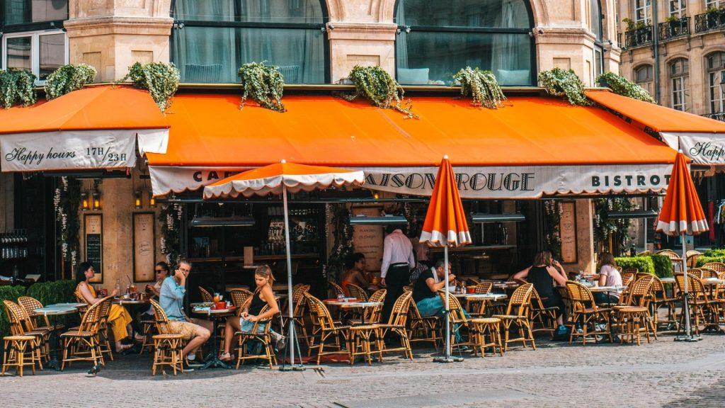 terrasses bars restaurants paris réouverture mi-mai france covid coronavirus sortie