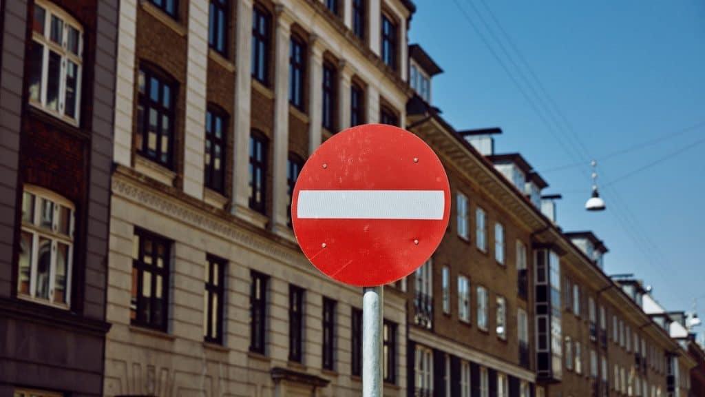 sens interdit paris rue de rivoli carrefour