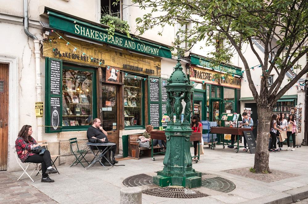 Paris : découvrez l'histoire de la mythique librairie anglophone Shakespeare and Company !
