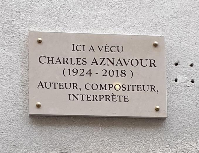 Buste de bronze Charles Aznavour inauguré à Paris mai 2021 Saint-Germain-des-Près