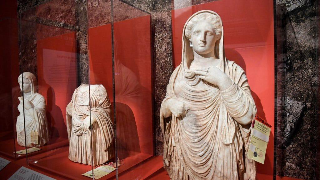 Au Musée du Louvre, une exposition sur le trafic d'œuvres d'art avec des vraies œuvres saisies par les douanes