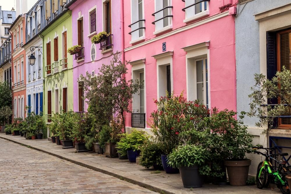 Paris : l'histoire et les secrets de la rue Crémieux, la rue la plus colorée de Paris !