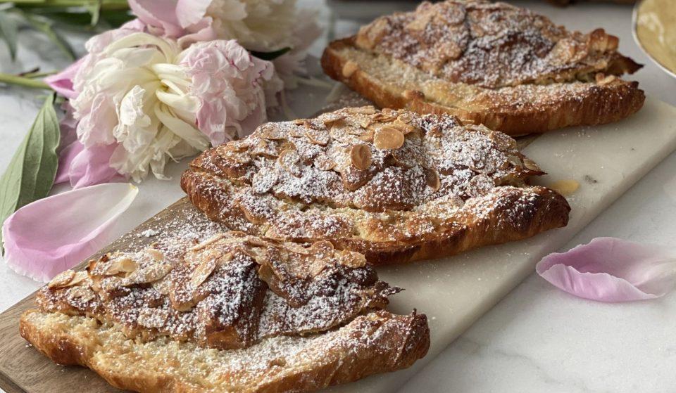 Notre recette de croissants aux amandes avec la cheffe pâtissière @bakemetoparis !