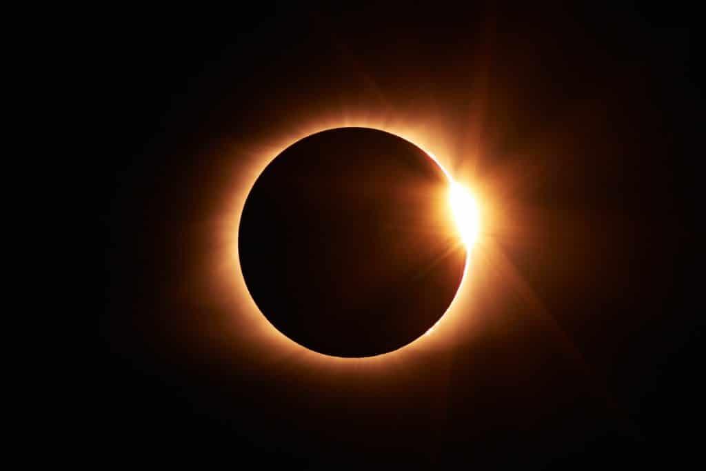 éclipse solaire 2021 paris lune terre observer espace astronomie
