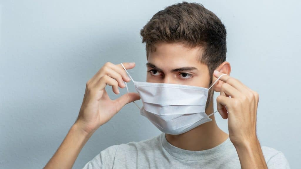 masque en extérieur paris france levée obligation covid coronavirus