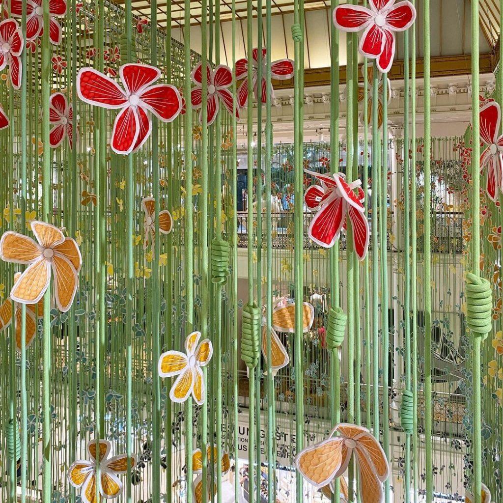 Porte Bonheurs Bon Marché Rive Gauche 20 000 fleurs