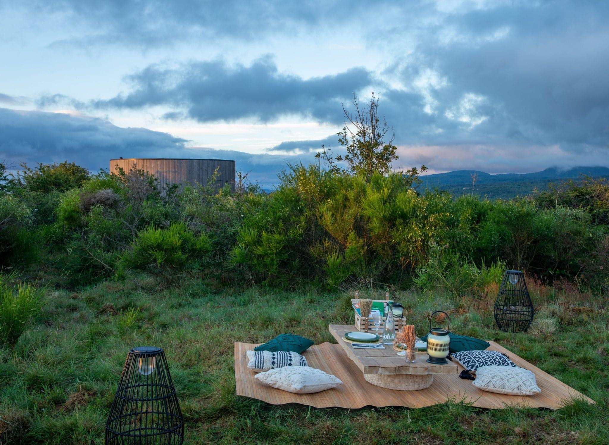 airbnb auvergne voyage location vacances volcan vue escapade