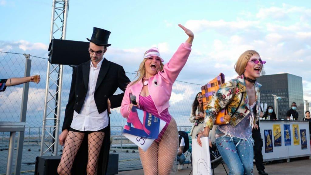 Des soirées cabaret et clubbing 100% tubes français sur le rooftop de l'Arche de La Défense !