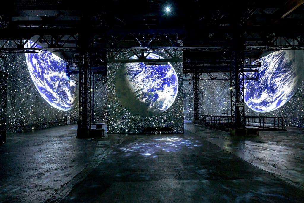 Destination Cosmos nouveau voyage immersif Atelier des Lumières Paris