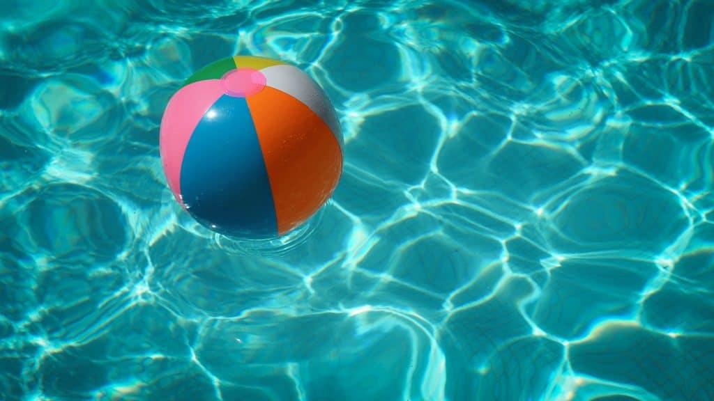 Paris : Une pool party géante s'installe à la piscine Georges-Vallerey pour la Nuit Blanche !