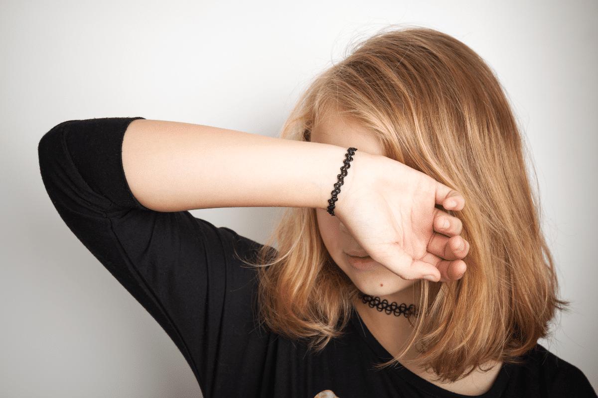 collier et bracelet en plastique